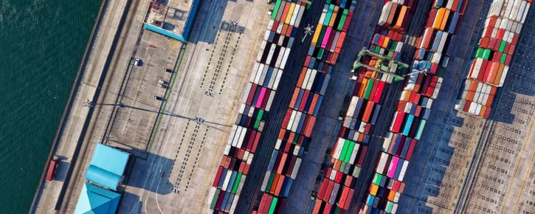 Quick Shipping Guide: Top 3 Factors To Consider For Ocean Freight vs Air Freight